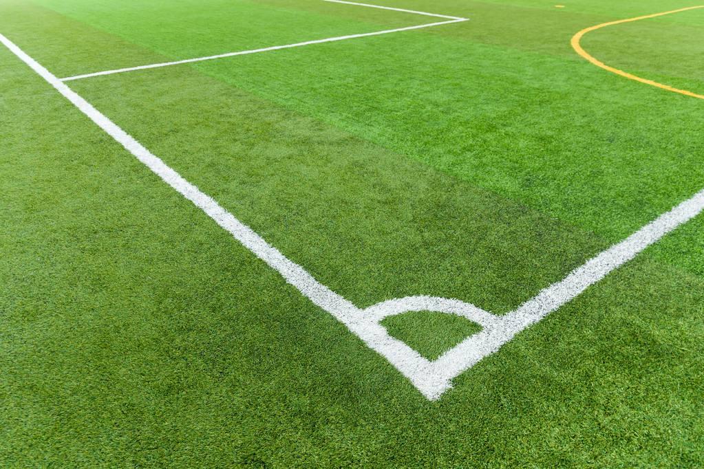 足球场人工草皮老化的几种表现形式