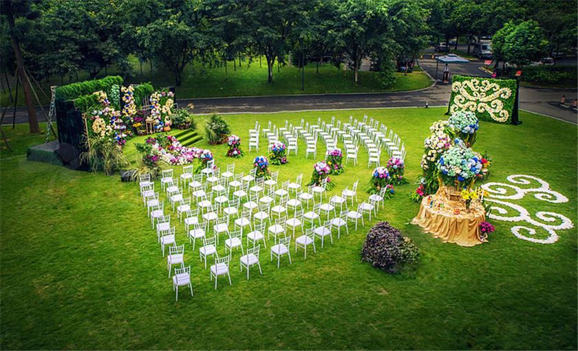 人造草坪打造亲近自然的特色草坪婚礼