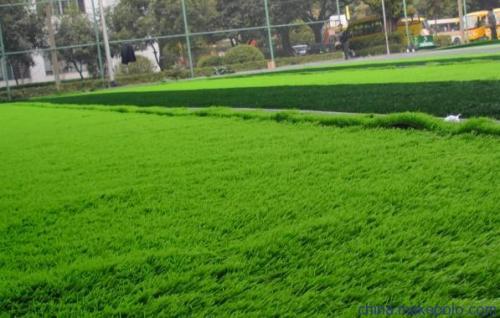 人造草坪铺装及后期保养维护所需要注意的一些问题