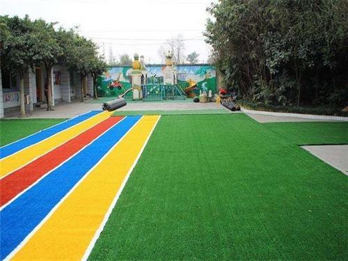 幼儿园人造草坪,构建安全舒适的幼儿园环境