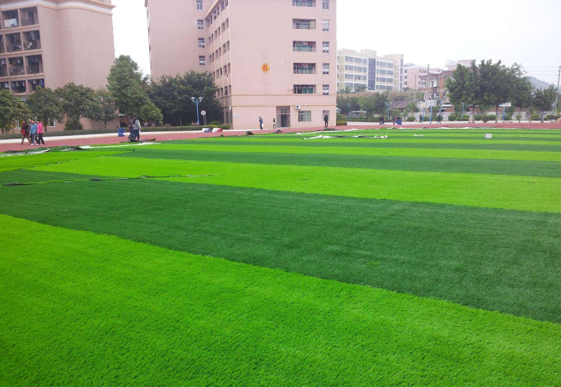 人造草坪降温
