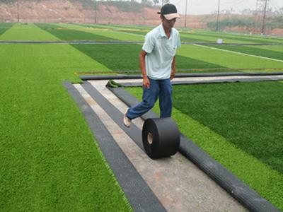 怎样铺设人造草坪